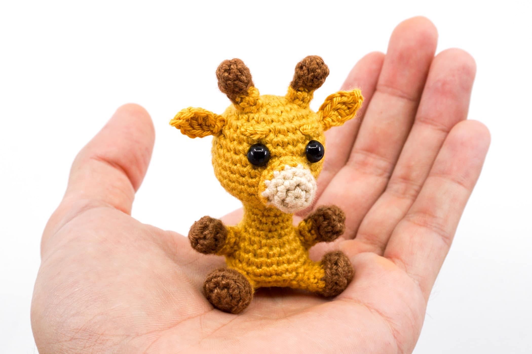 crochet pattern, english or german, giraffe Gerry   1400x2100